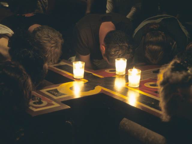 prayers around the cross taize